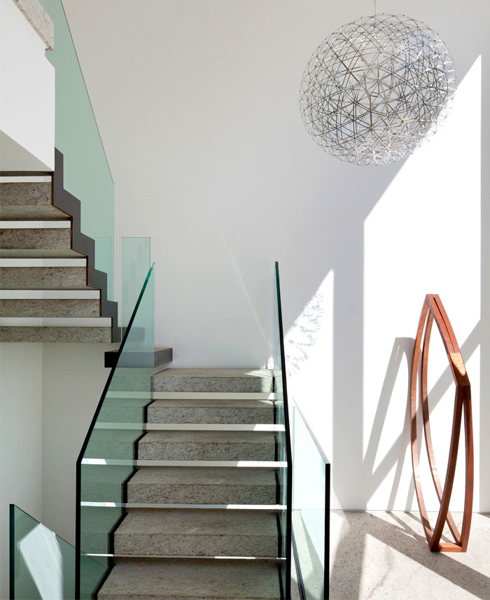 modernistic-furniture-shining-surfaces-home-rio-de-janeiro-9