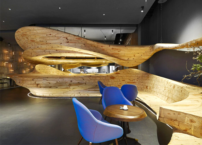 organically-sculptured-wooden-decor-raw-restaurant