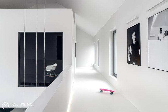 Minimalist House Interior In Black And White Decor
