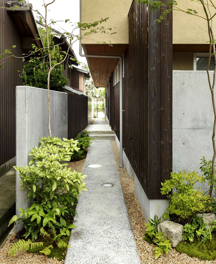 Japan Micro House with Small Zen Garden - InteriorZine on cold garden design, narrow garden plan, narrow backyard garden, narrow herb garden, purple garden design, narrow japanese gardens, peach blue garden design, happy garden design, small garden design, narrow garden bed, clean garden design, narrow garden pathways, narrow garden landscaping, traditional garden design, average garden design, narrow perennial garden, cheap garden design, white garden design, narrow garden spaces, narrow garden arbor,
