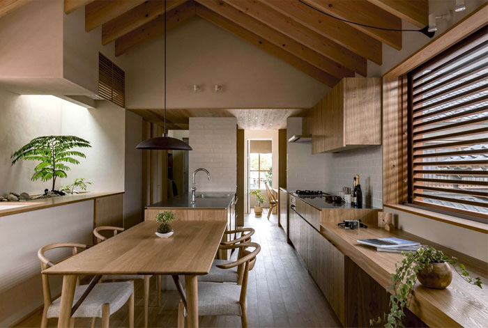 Japan Micro House with Small Zen Garden , InteriorZine