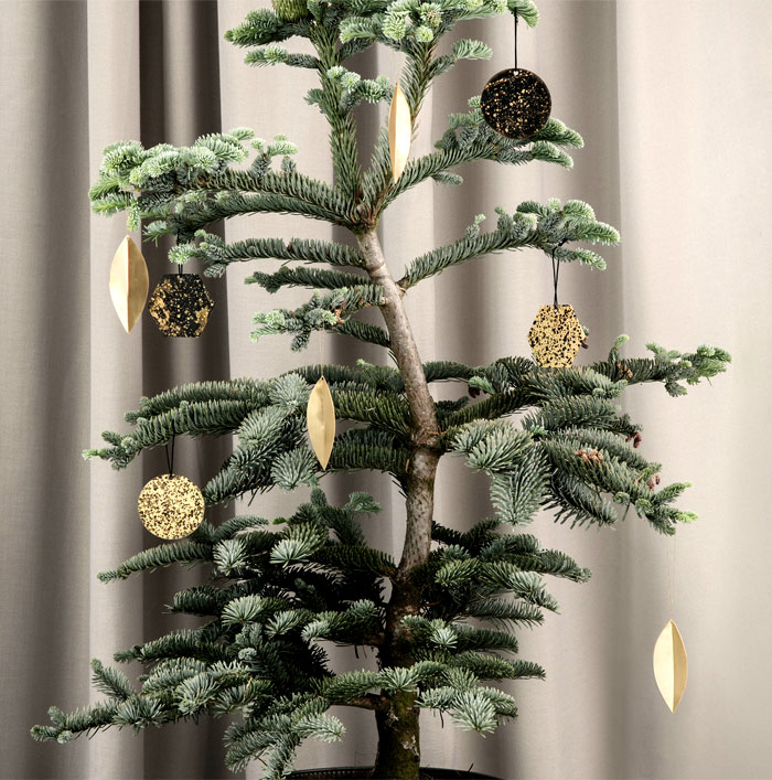 modern christmas decoration 2018 trends colors and ideas rh interiorzine com