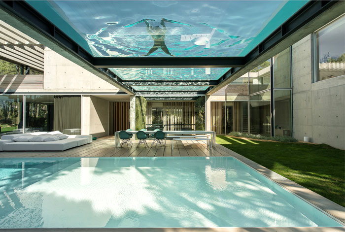 Rooftop Swimming Pool Experience in a Luxurious Modern House ...