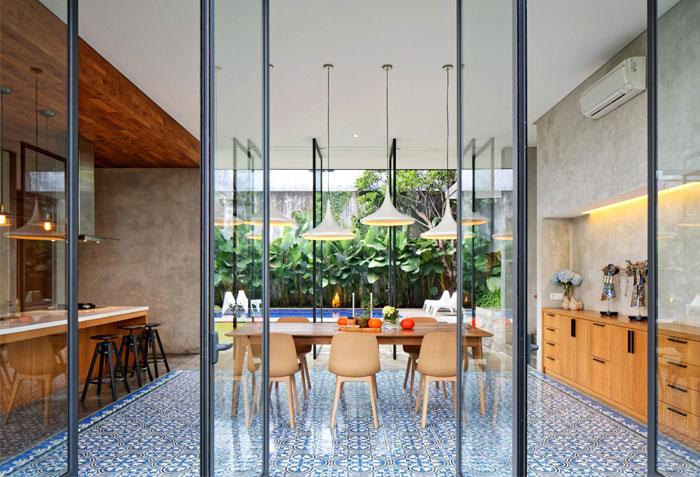 indoor outdoor open plan kitchen