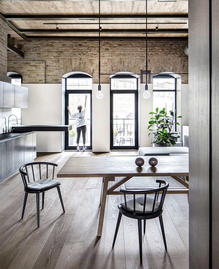 50 Bold And Inventive Dining Rooms With Brick Walls: Trendy Loft Apartment With Exposed Brick Walls And Huge