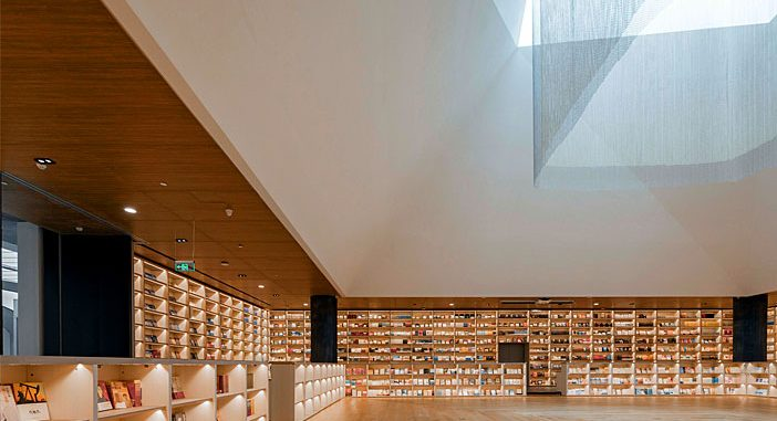 E Pang Bookstore by Gonverge Interior Design