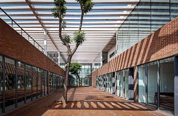 Dingshi Logistics Office Building by Archstudio