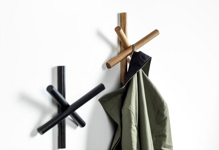 logs coat hanger 2