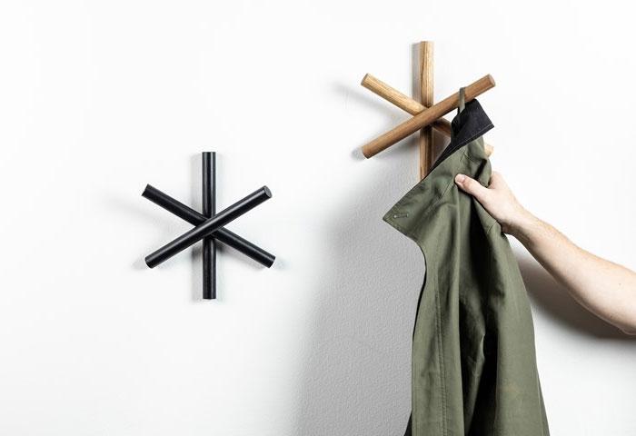 logs coat hanger 3