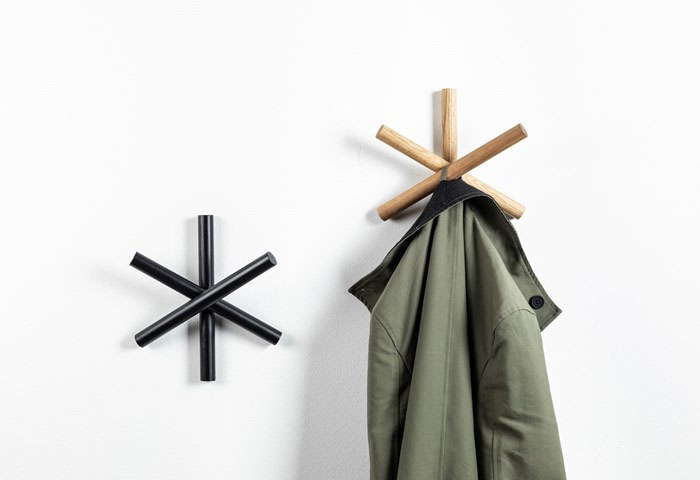 logs coat hanger 4